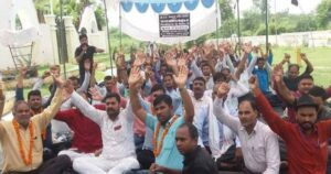 रेल डिब्बा कारखाना रायबरेली में निगमीकरण के विरोध में भूख हड़ताल