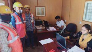 delhi construction worker latest news in hindi